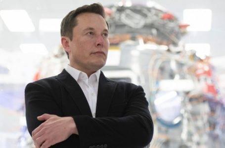 Elon Musk Twitter'a ara verdi