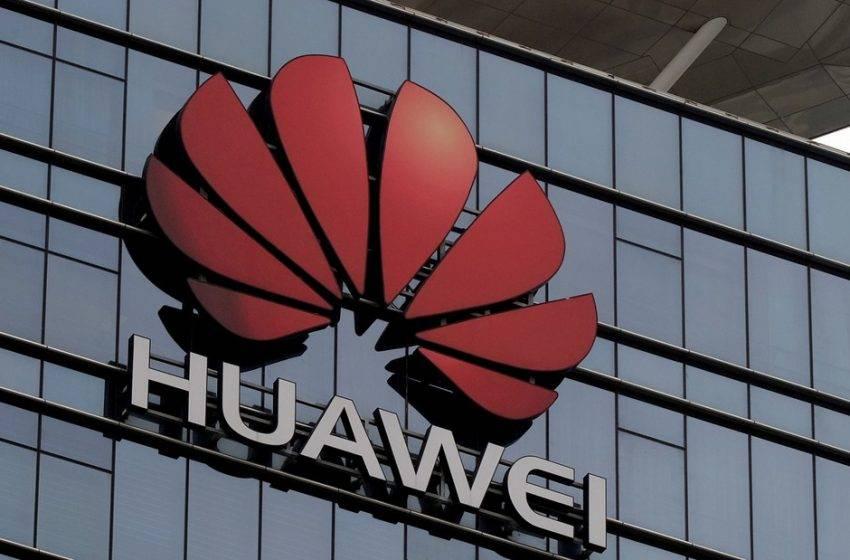 Dünyanın en büyük akıllı telefon üreticisi Huawei yerini koruyor