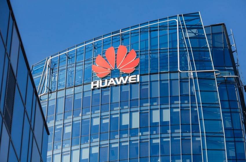 Huawei için kötü haber! İngiltere Amerika baskısına yenik düştü
