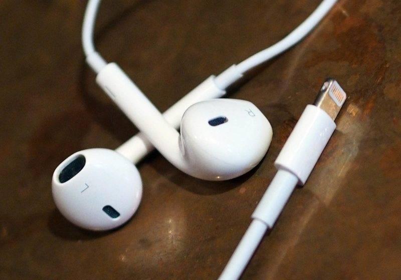 Apple tanıtımdan sonra EarPods kulaklıklara indirim yaptı