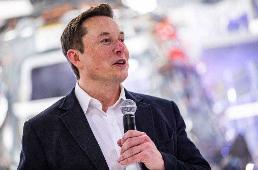 Elon Musk Twitter'a yeniden ara verdi