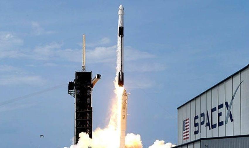 SpaceX uçaklara da Starlink interneti sağlamak istiyor
